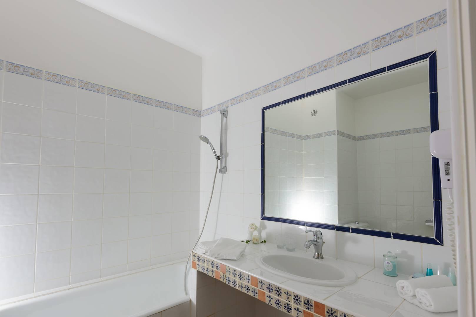 Miroir salle de bain chambre d'hôtel