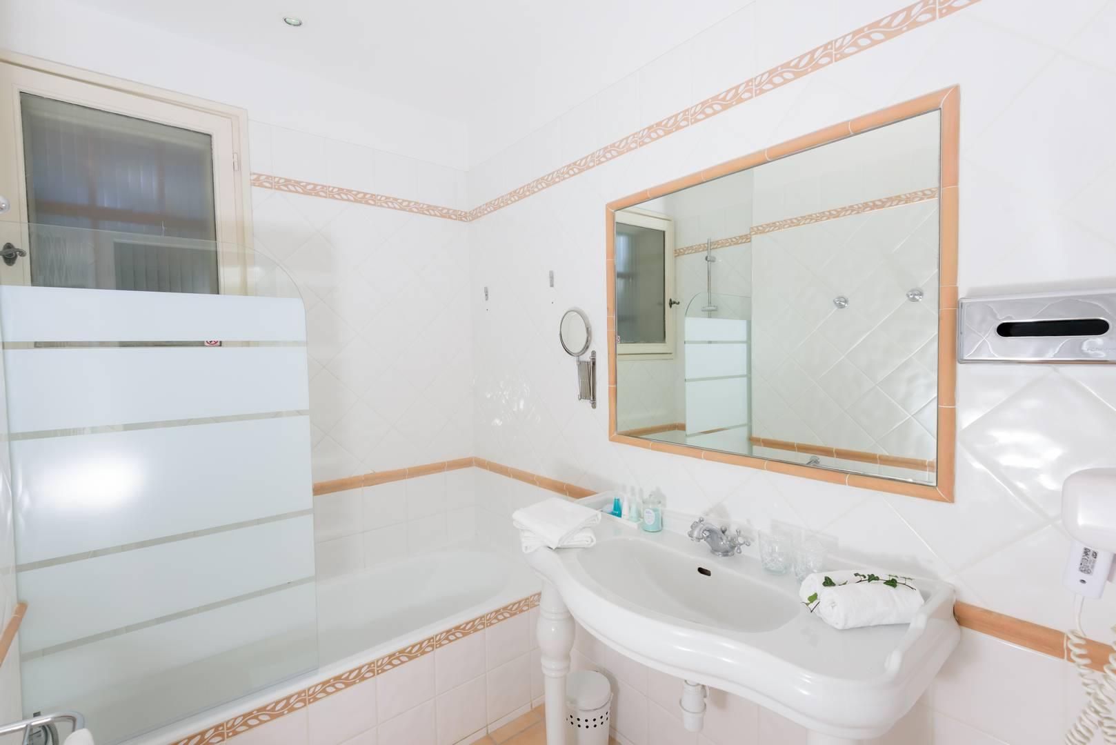 Salle de bain chambre d'hôtel en Provence