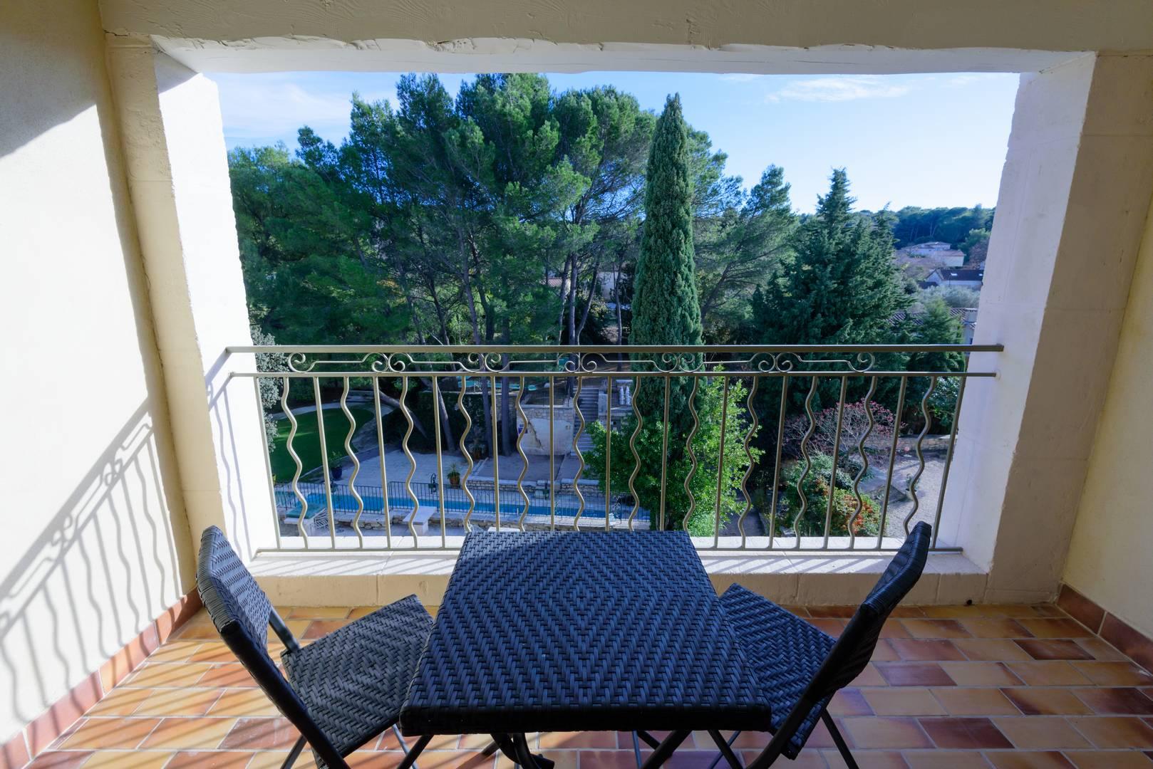 Chambre d'hôtel avec terrasse en Provence