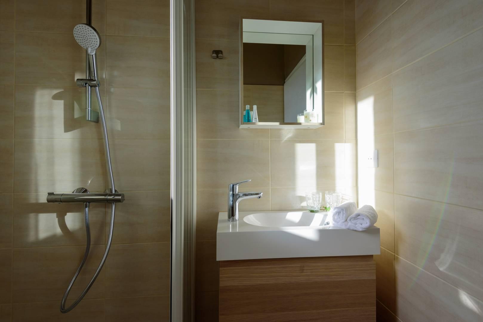 Douche chambre d'hôtel en Provence