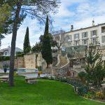 Façade hôtel 3 étoiles en Provence
