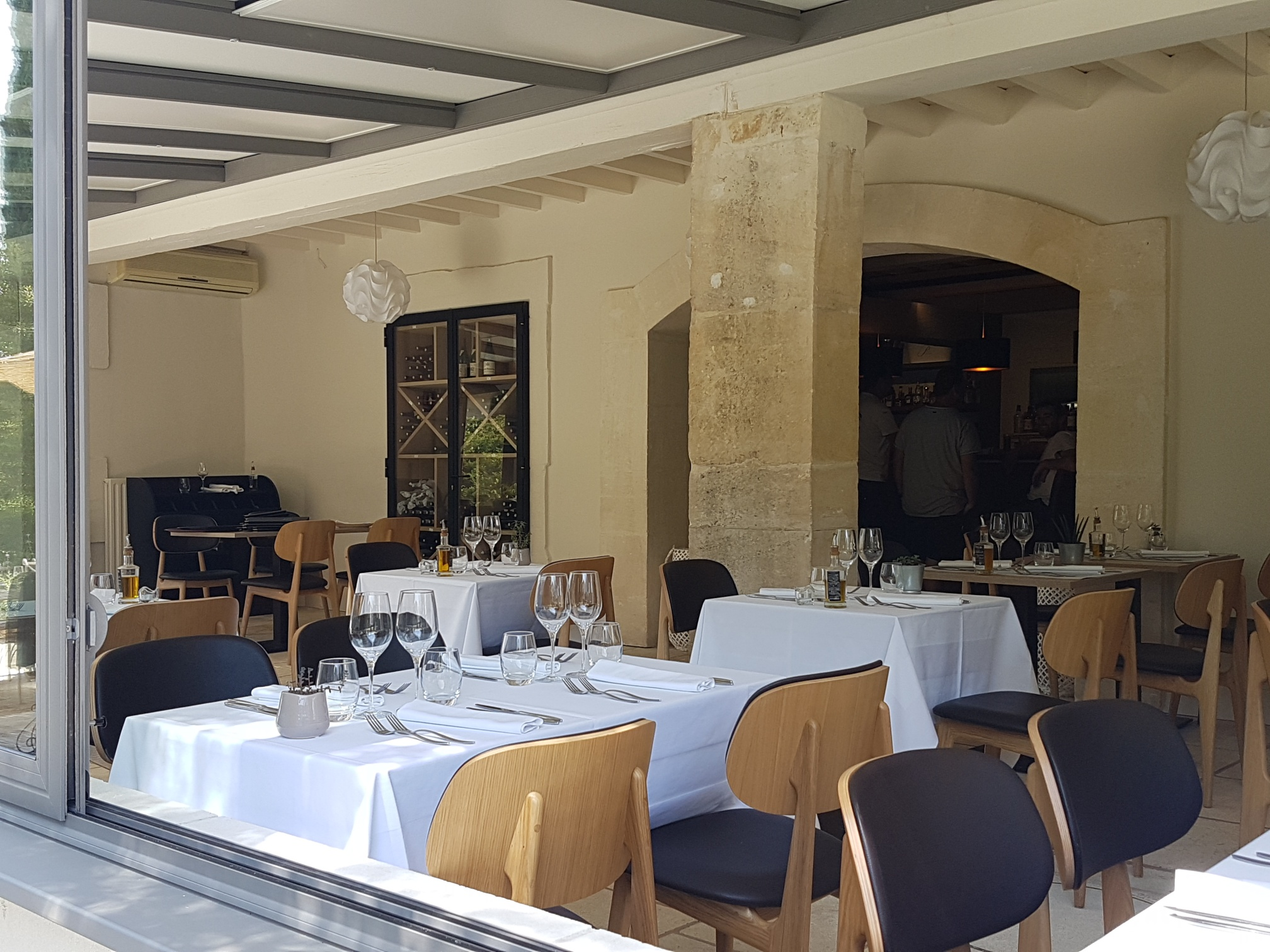 Déjeuner en terrasse - Hotel 3 étoiles Provence